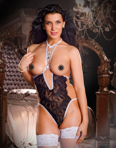 cupless-teddy-with-jewelry-front-beatrice-3-1300x1660